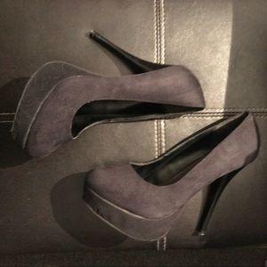 Shoes - $5 or best offer heels!!!